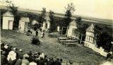 Ochotníci v lesním divadle kolem r. 1920