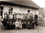 Sedlák Bartůněk a jeho rodina kolem r. 1935